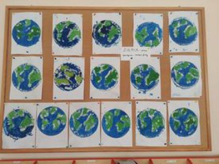 Rybki - Praca plastyczna pt. Ziemia - z farby rosnącej