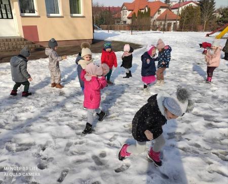 Zabawy na śniegu - oddział Kotki