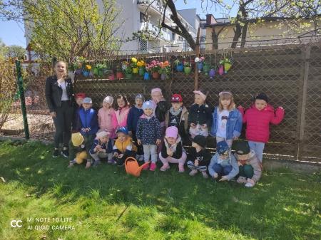 Kolorowe i kwieciste ploty w ogrodzie przedszkolnym - Grupa Kotki